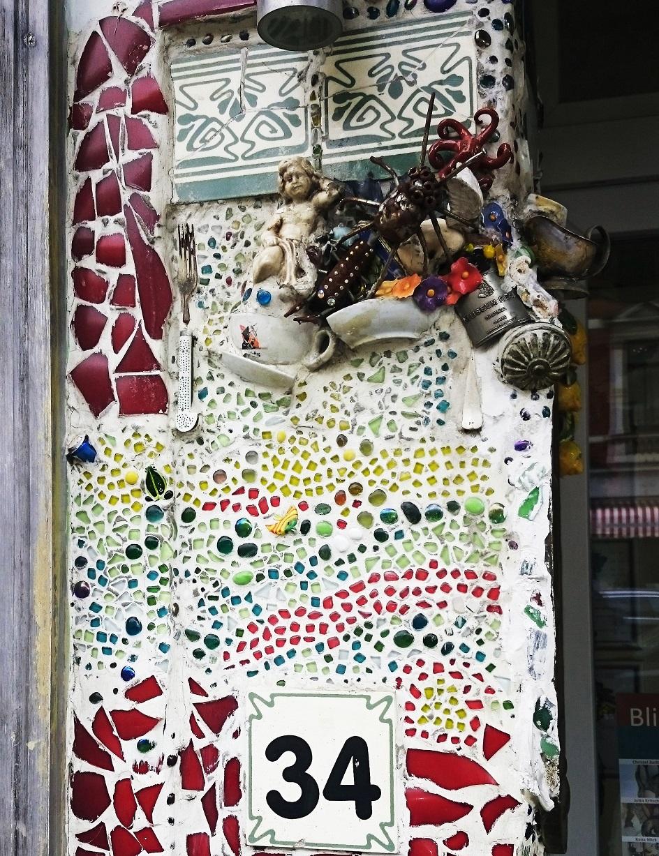 Ассамбляж. Ассамбляж как часть фасада здания в историческом центре Бремена