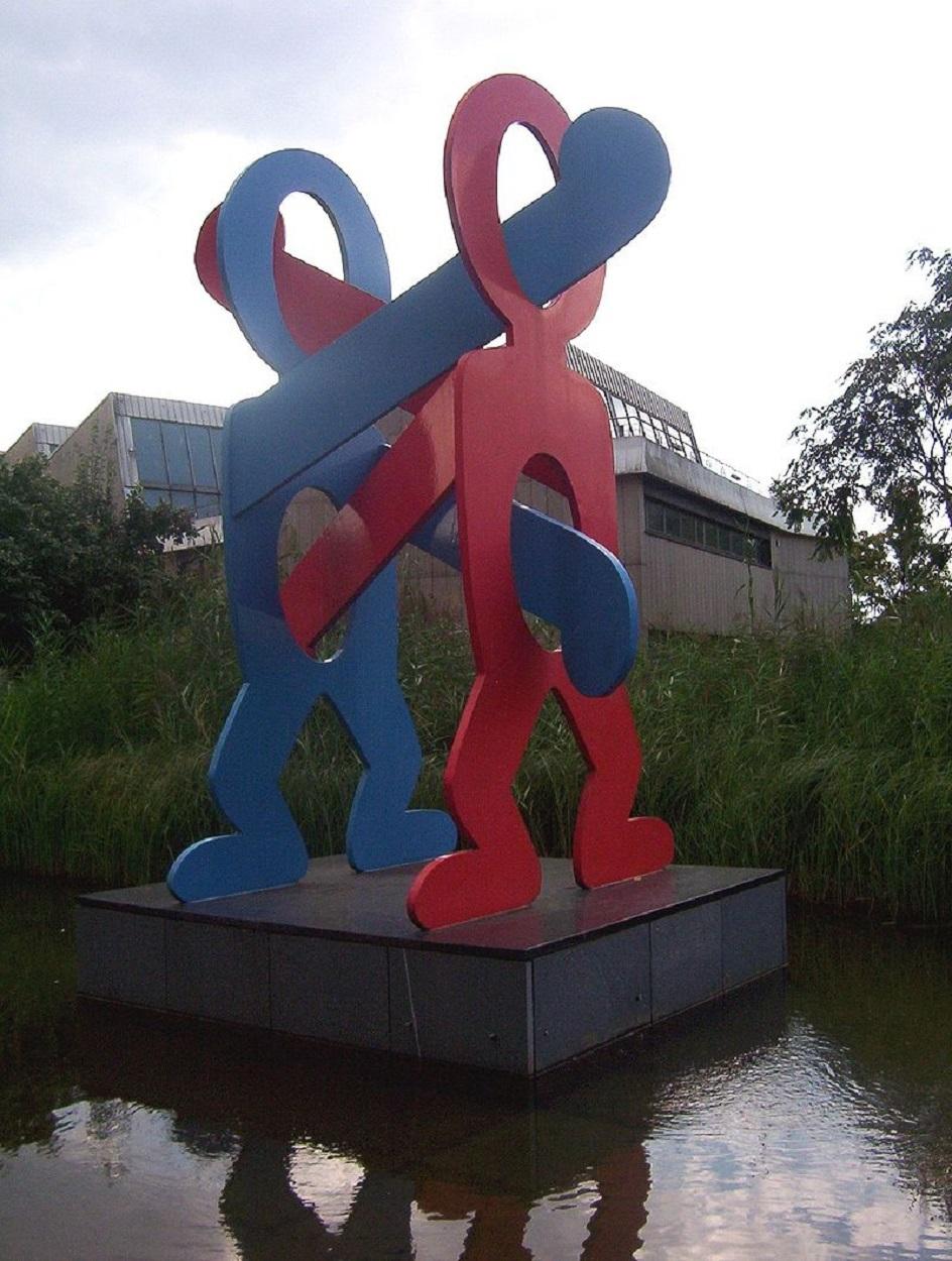 Кит Харинг. Скульптура «Боксеры», Берлин, 1987
